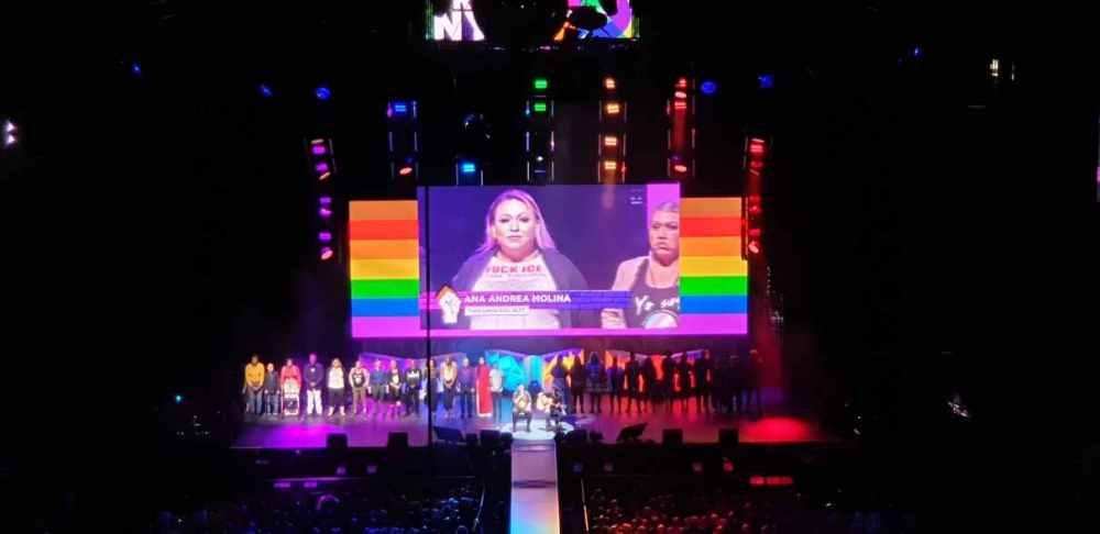 Alle sexuellen Identitäten auf einer Bühne